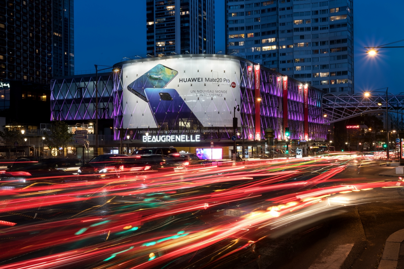 BeaugrenelleJcdecaux S'installe France Au Centre Huawei Commercial thsrdQC